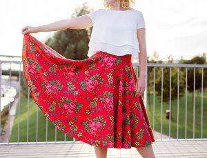 RIVICA_kolekcia-SS2018_cervena-kvetinova-farebnica-sukna