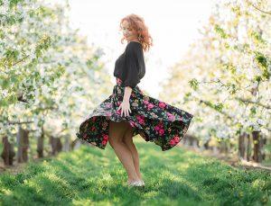 RIVICA_kolekcia-SS2018_cierna-kvetinova-farebnica-sukna