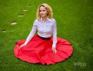 RIVICA_kolekcia_AW2017_cervena-sukna