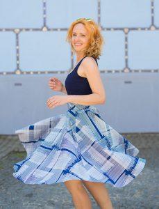 RIVICA_kolekcia-SS2017_vzorovana-sukna-modra
